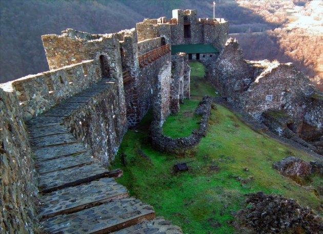 srednjevekovni grad Maglic